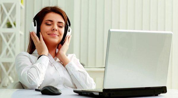 تاثیر گوش دادن به موسیقی در زمان کار