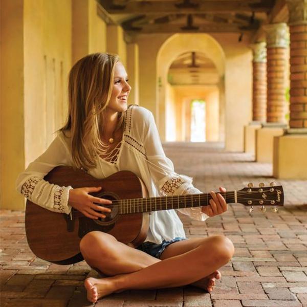 گالری عکس دختر گیتاریست